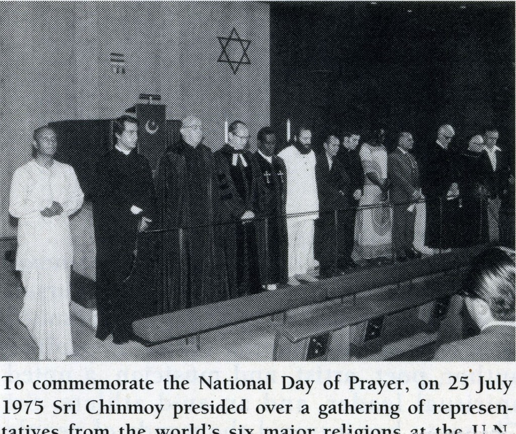 img156-24-jul-1975-nat-day-prayer-sri-chinmoy-leads-silence