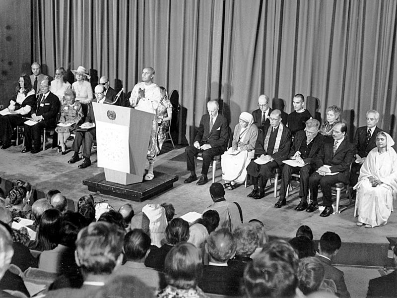 1975-10-oct-24-one-human-spirit-summit-ckg-med-mother-teresa-others-photo