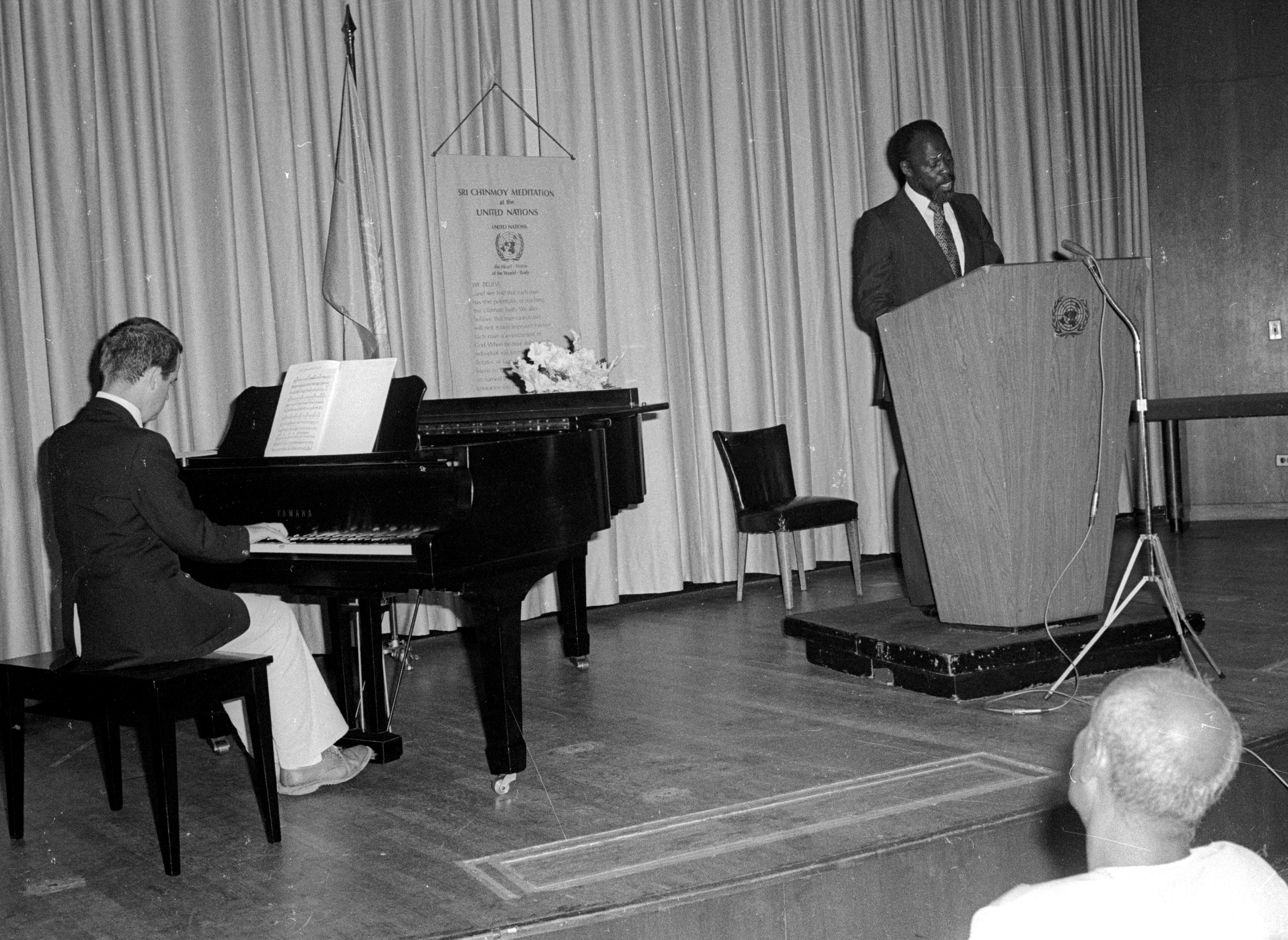 https://www.srichinmoypeacemeditationatun.org/wp-content/uploads/1980/09/1980-09-06-06-D.-L.-Hepburn-PR-Bahamas-sep-05-Sings-O-Greif-piano.jpg