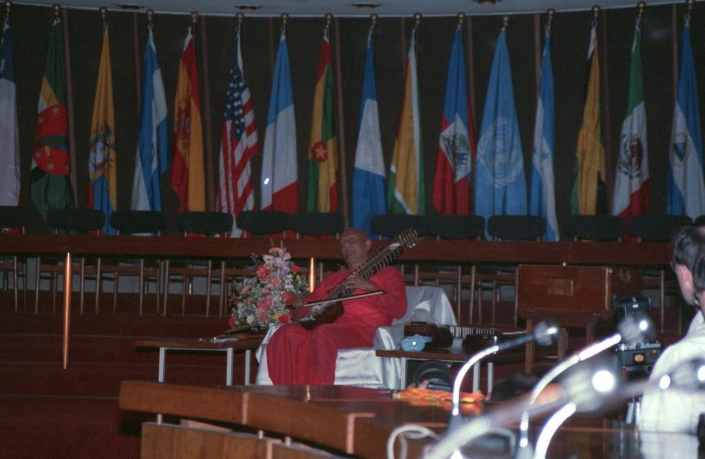 1986-12-dec-23-87-13-concert-santiago-ckg-esraj