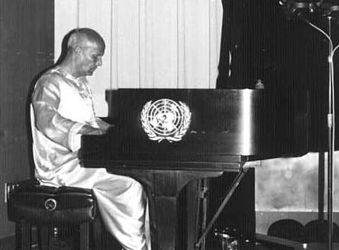 Sri Chinmoy performs on piano at Concert in UN