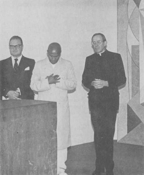 med-room-at-un-1977-Nov-15-special event: Future ASG R. Muller, Sri Chinmoy and  Rep of Holy See