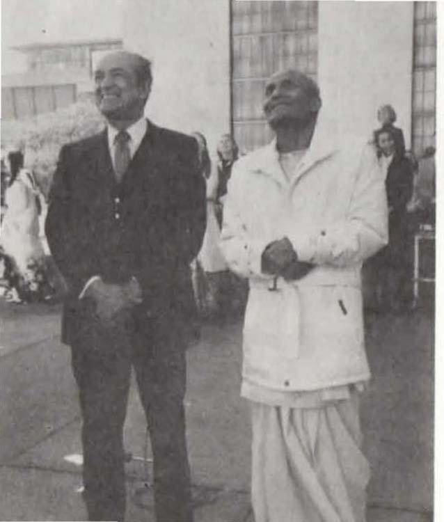 1983-12-dec-03-pres-un-ga-Illueca-uthant-peace-award--booklet-ocr_Page_26